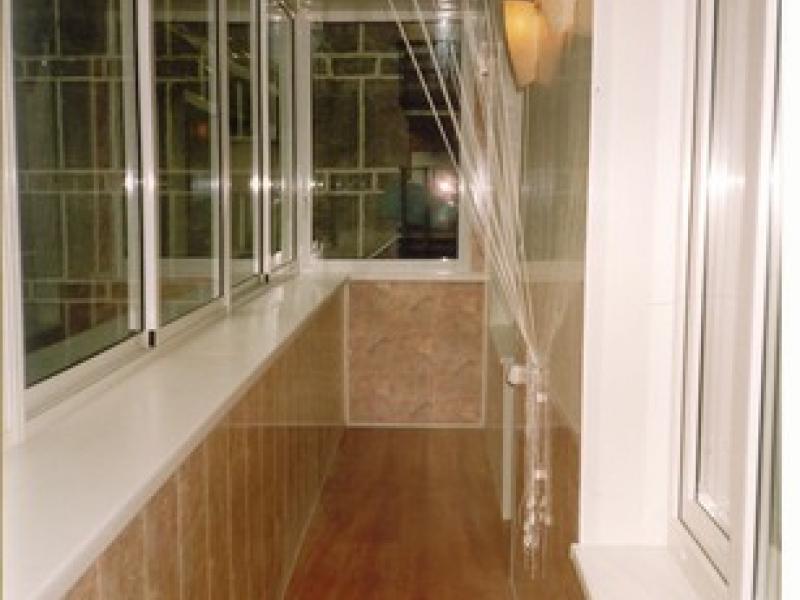 Частичное остекление балкона типового 6 метрового балкона..