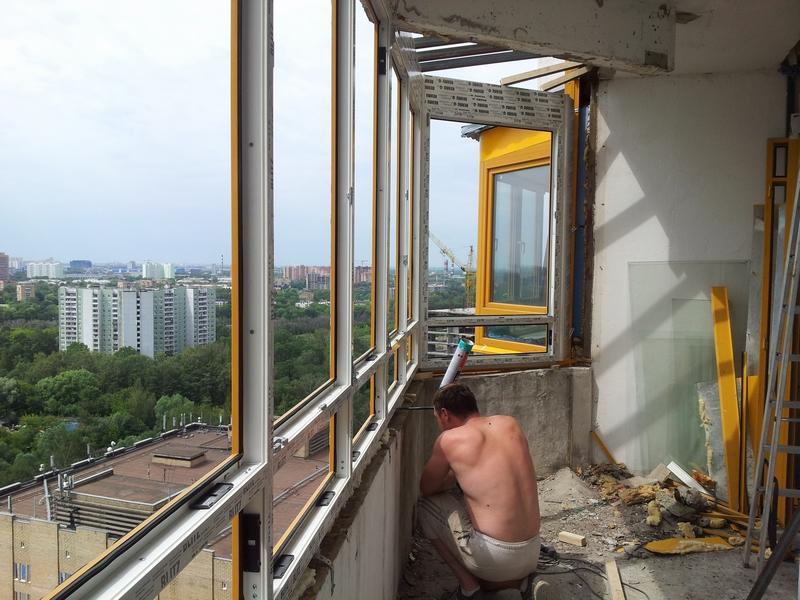 Остекление балконов с крышей.